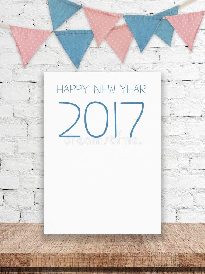 Det lyckliga nya året 2017 på det vita brädet och partiet sjunker att hänga på wh arkivfoton