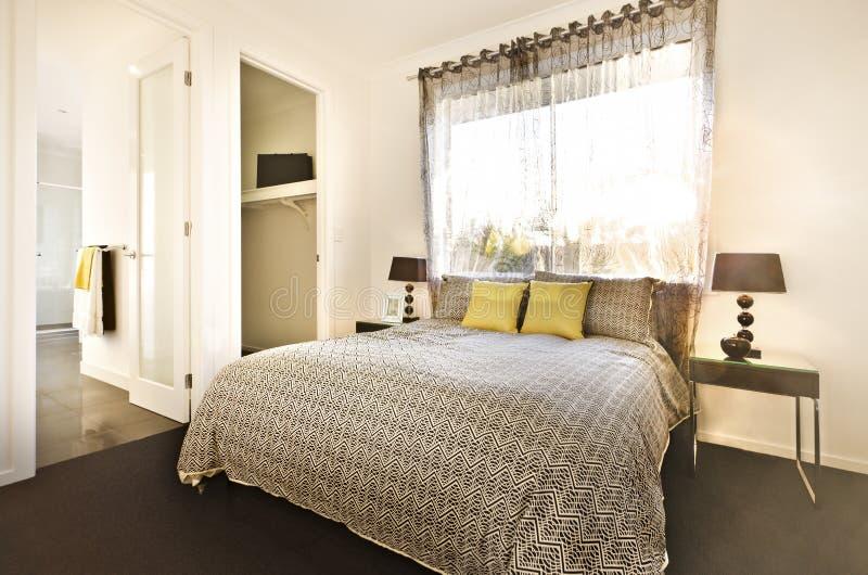 Download Det Lyxiga Sovrummet Med En Modell Planlade Sängarket Fotografering för Bildbyråer - Bild av golv, dekor: 76701421