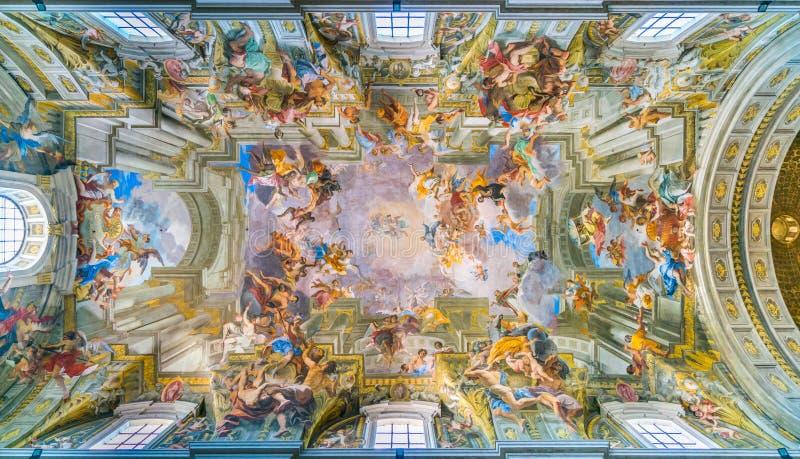 Det målade valvet med `-apoteos av St Ignatius ` av Andrea Pozzo, i kyrkan av St Ignatius av Loyola i Rome, Ital arkivbild