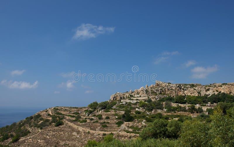 Det maltesiska landskapet, Malta, landskapbygd landskap i Malta, odlade fält i Malta, panoramautsikten, maltese natur royaltyfria foton