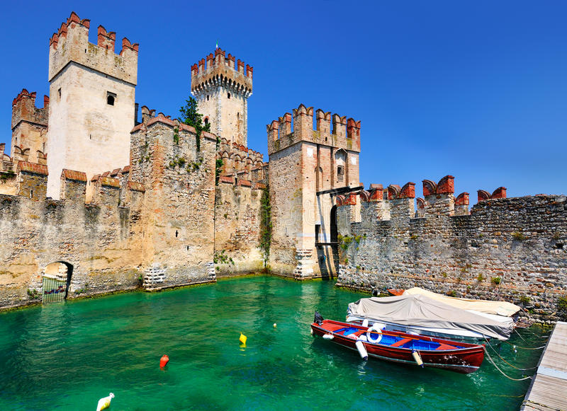 Scaliger slott, Sirmione, Italien royaltyfria foton