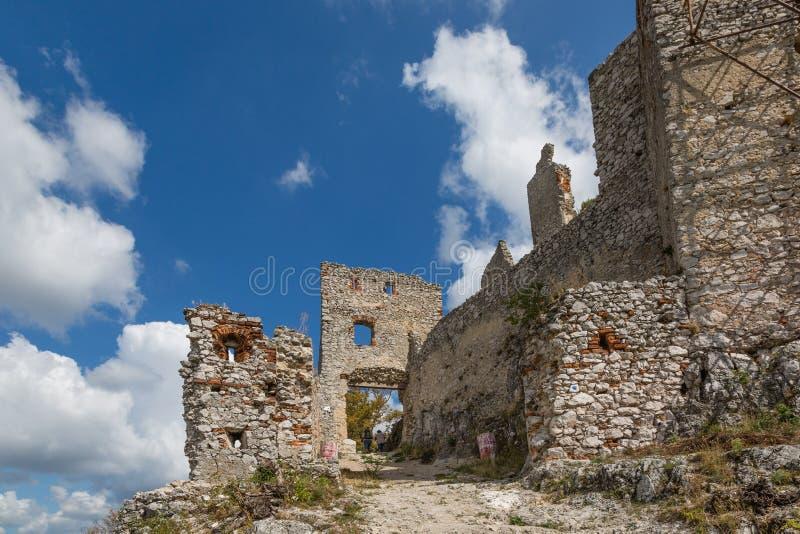 det medeltida slottet fördärvar fotografering för bildbyråer
