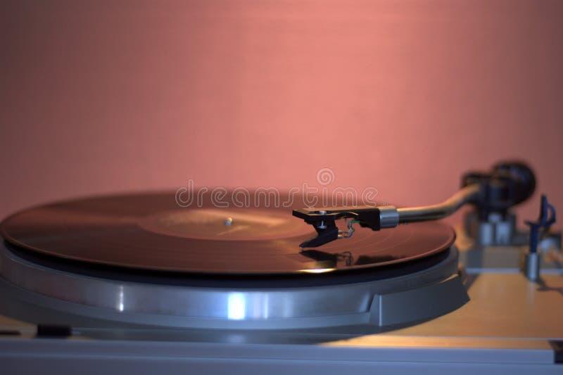 Det melankoliskt av gamla skivtallrikar och melodin av vinyl med en jazzsång royaltyfri bild