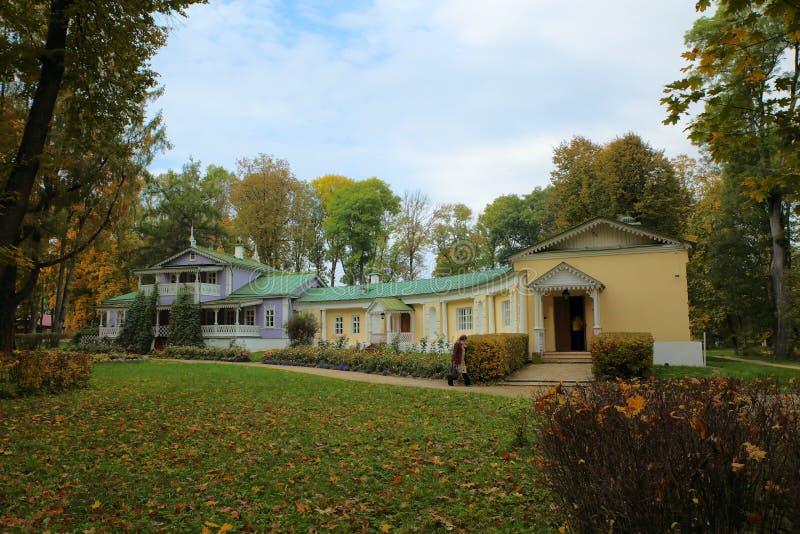 Det minnes- huset ÄR Turgenev Spassky Lutovinovo Ryssland Orel region, Mtsensk område, byn Spasskoe- royaltyfri bild