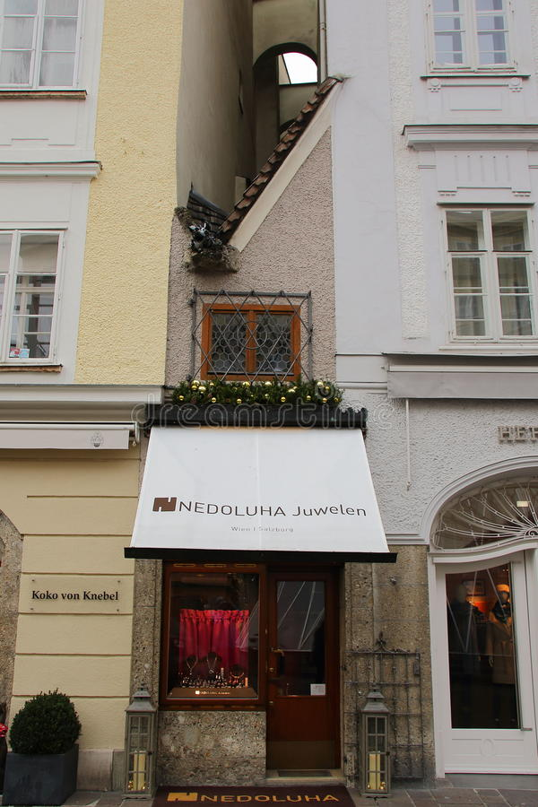 Det minsta huset Salzburg Österrike royaltyfria foton