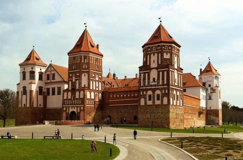 Det Mirsky slottkomplexet är den berömda gränsmärket av Vitryssland arkivbilder