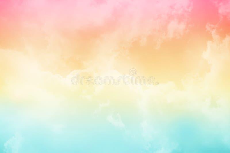 Det mjuka molnet och himmel med pastellfärgad lutning färgar arkivfoto