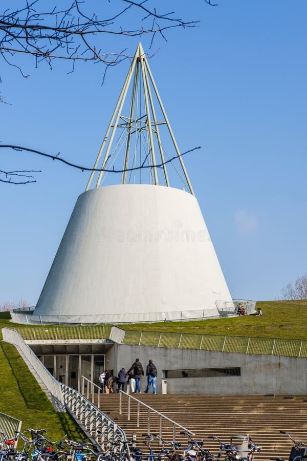 Det moderna gröna taket av universitetarkivet i delftfajans, Nederländerna fotografering för bildbyråer