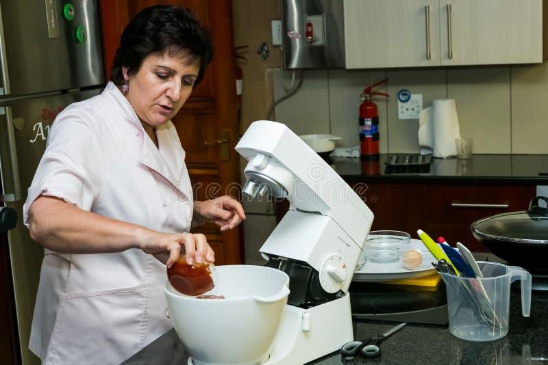Det Nestle bottenläget saltar laga mat grupp royaltyfria foton
