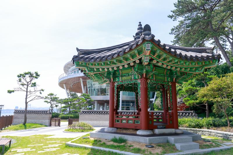 Det Nurimaru APEC-huset lokaliserar på den Haeundae Dongbaekseom ön i Busan, Sydkorea arkivbilder
