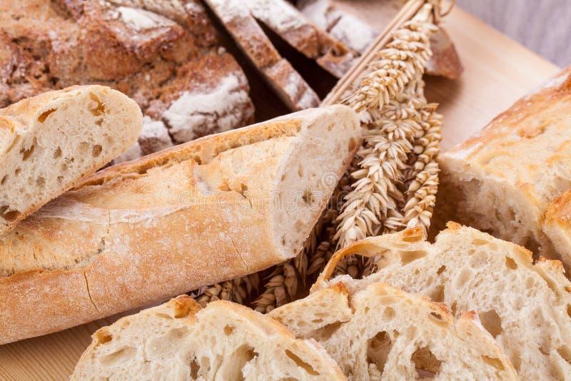 Det nya smakliga blandade brödskivabagerit släntrar arkivbild