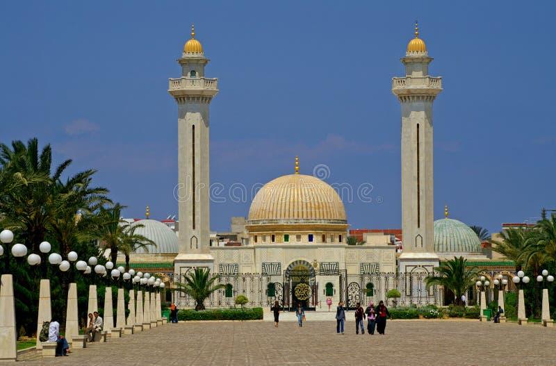 Det okända folket besöker mausoleet av Habib Bourgiba arkivbilder