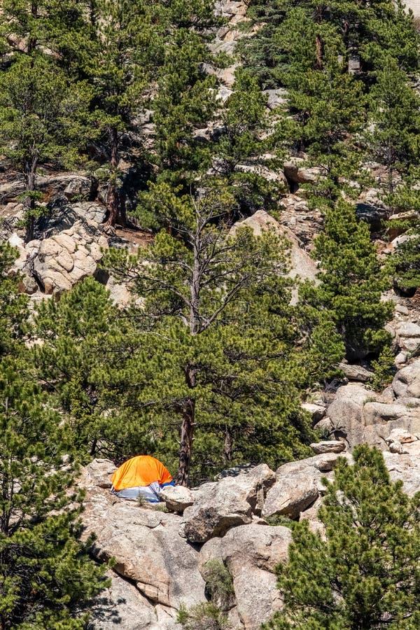 Det orange campa tältet på den elva mil kanjonen Colorado landskap royaltyfria foton