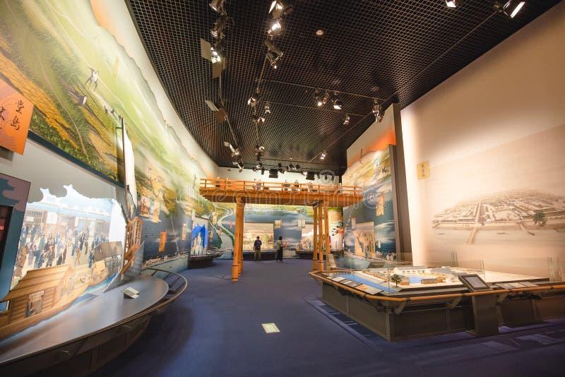 Det Osaka historiemuseet i osaka Japan, m?nga personer kommer h?r dagligt arkivfoto