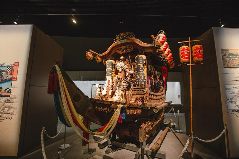 Det Osaka historiemuseet i osaka Japan, m?nga personer kommer h?r dagligt arkivbild