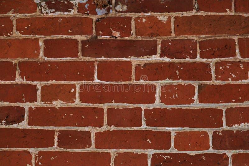 Det ovanliga murverket av röda tegelstenar som är forntida stenar textur royaltyfria foton