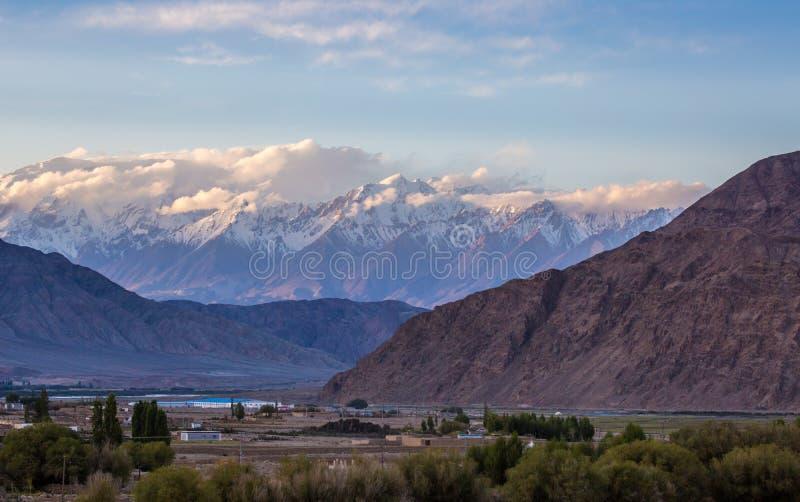 Det Pamirs landskapet royaltyfri bild
