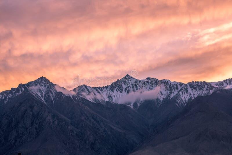 Det Pamirs landskapet royaltyfria bilder