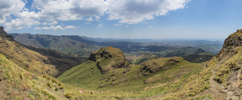 Det panorama- landskapet av de Tugela nedgångarna fotvandrar, Drakensberg berg Sydafrika royaltyfri foto