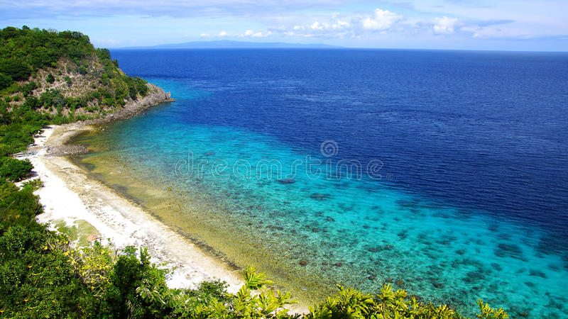 Seascape. Apo-ö, Philippines. royaltyfria foton