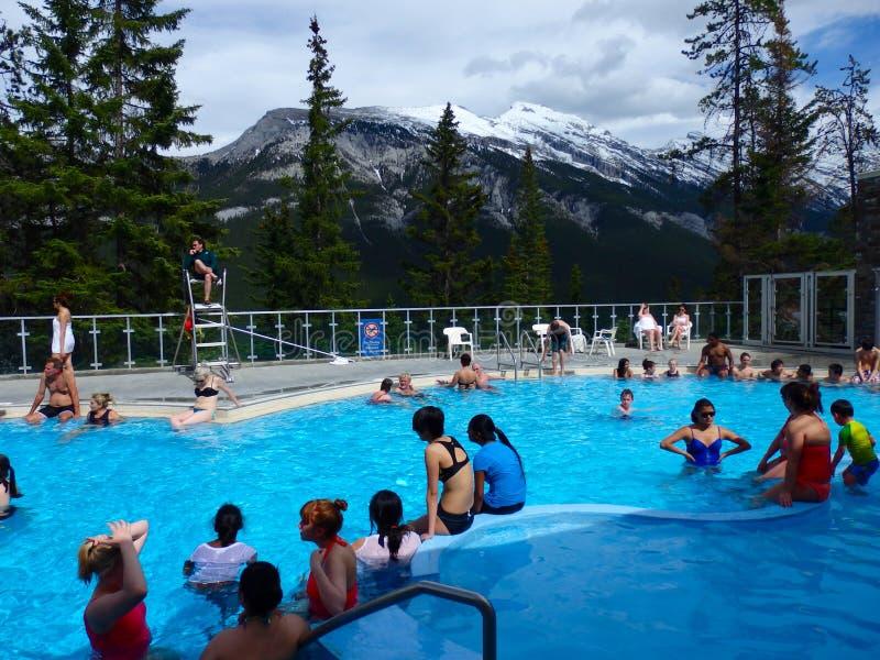 Det populära Hotet Springs på banff arkivbild