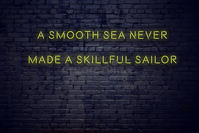 Det positiva inspirerande citationstecknet på neontecken mot tegelstenväggen ett slätt hav gjorde aldrig en skicklig sjöman stock illustrationer
