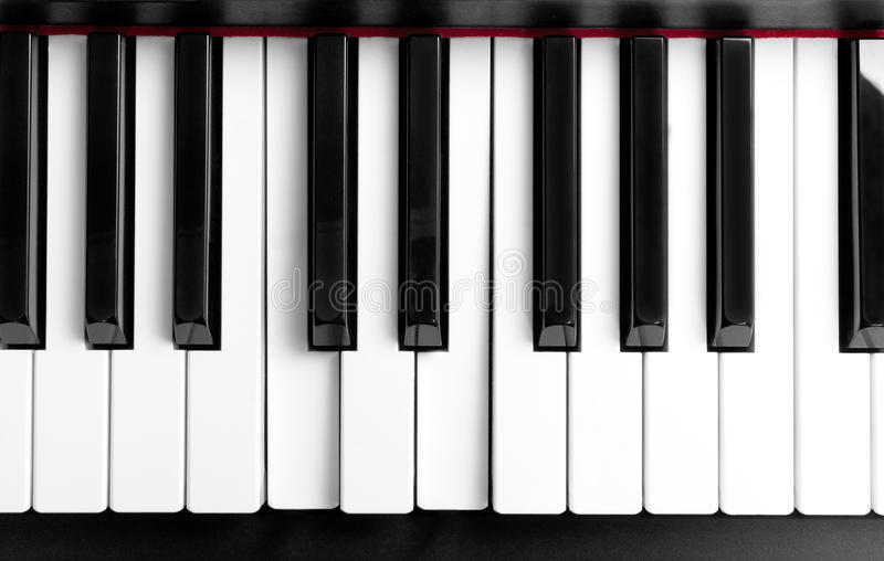 Det pressande ackordet på pianotangenter royaltyfri fotografi