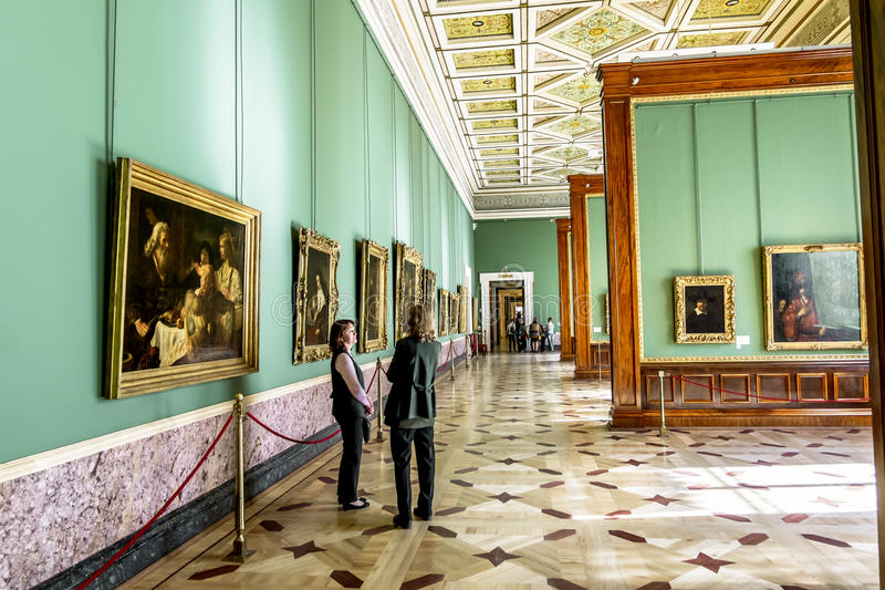 Det Rembrandt rummet i eremitboningmuseet i St Petersburg Rus royaltyfri fotografi