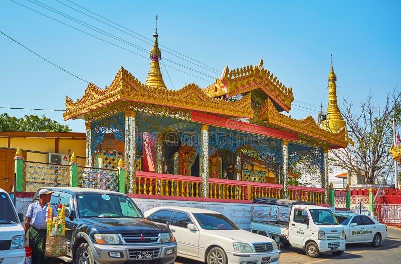 Det rikt dekorerade bildhuset av snart Oo Ponya Shin Paya, Sagaing royaltyfri fotografi