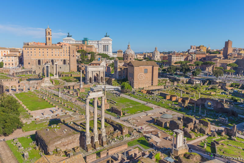 Det roman forumet i Rome, Italien royaltyfri foto
