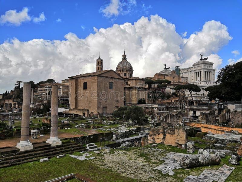 Det romerska forumet i Roma arkivbilder