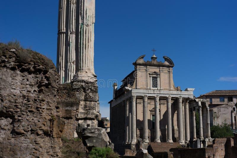 Det romerska forumets gamla ruiner arkivfoto