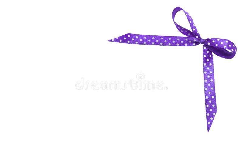 Det rosa och purpurf?rgade prickbandet med pilb?gen av dem isolerade p? vit bakgrund fotografering för bildbyråer
