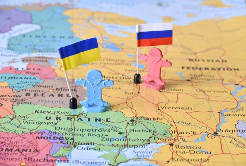 Det Ryssland och Ukraina översiktsbegreppet avbildar det försvarande territoriet för innestället royaltyfria bilder