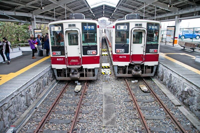 Det snabba drevet på den Tobu Nikko stationen, denna är ett populärt lopp från tokyo till nikko, Japan royaltyfri foto