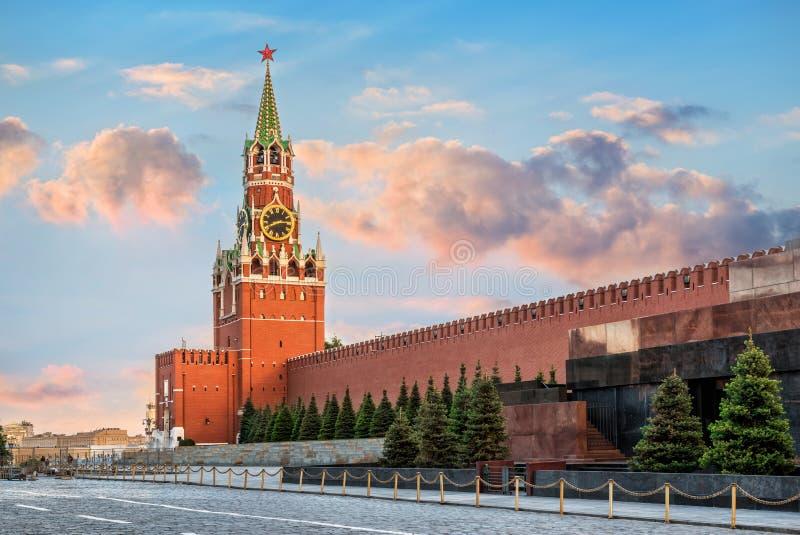 Det Spasskaya tornet av MoskvaKreml arkivfoto