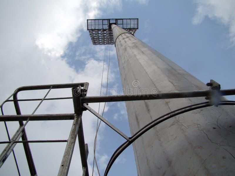 Det stadionFläck-ljus tornet, direkt underifrån royaltyfria foton