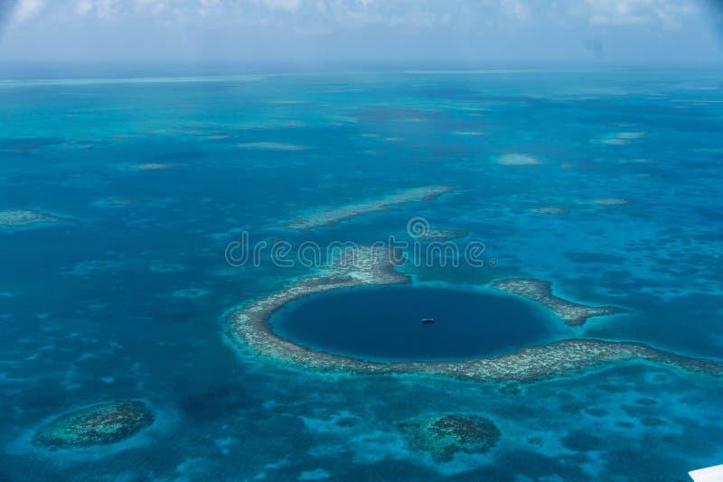 Det stora blåtthålet, Belize royaltyfri fotografi