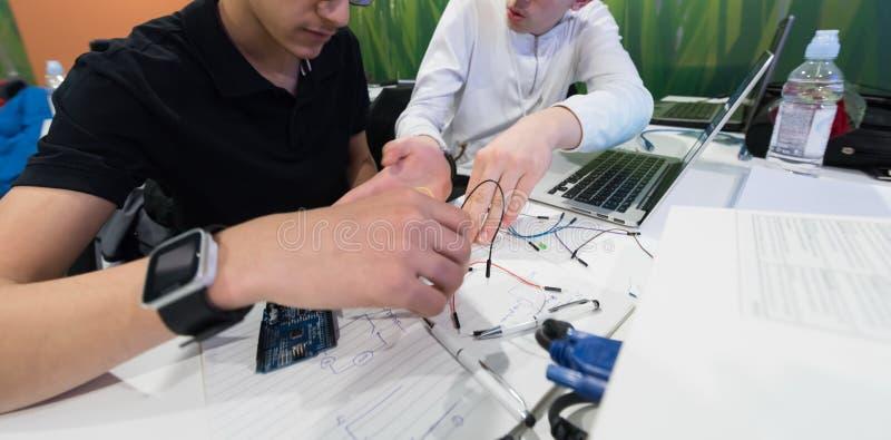 Det studenter i datavetenskapklassrum arkivfoton