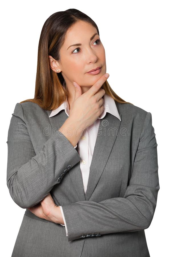 Det tänkande innehavet för affärskvinnan räcker under den vikta hakan och armar arkivfoton