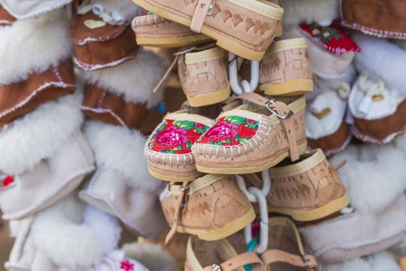 Det traditionella polska läderberget startar för barn som kallas 'K royaltyfria foton
