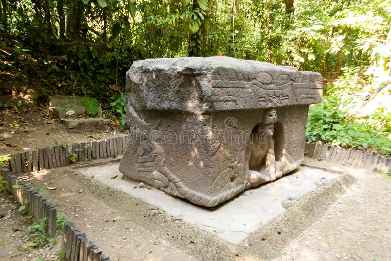 Det triumf- altaret Olmec, Olmec det arkeologiska museet, La Venta parkerar Villahermosa tabasco, Mexico royaltyfri foto