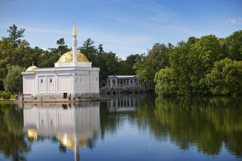 Det turkiska badet för för Chesme kolonn och paviljong 24 för petersburg för park för nobility för km för catherine besök för tsa royaltyfria foton
