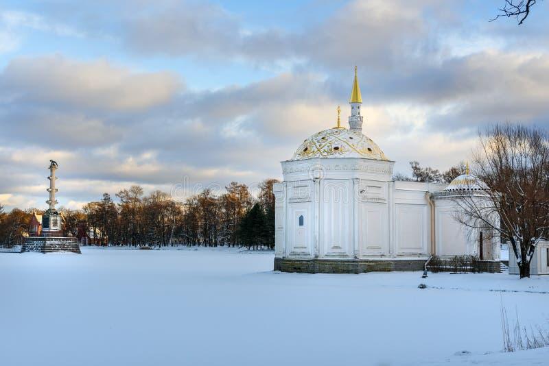 Det turkiska badet i Catherine parkerar på Tsarskoe Selo i vinter pushkin petersburg saint Ryssland royaltyfri bild