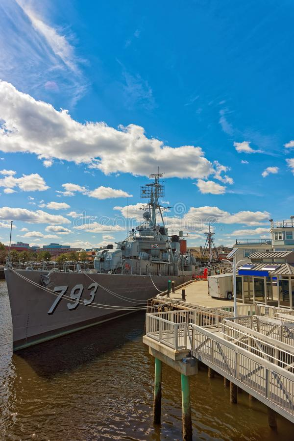 Det USS Cassin barnet sänder förtöjt på pir i Boston royaltyfri foto