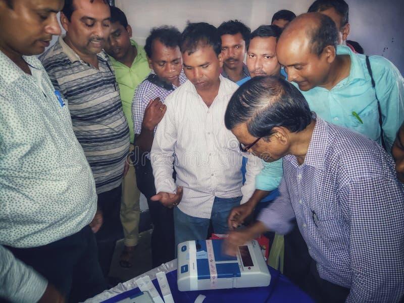 Det utbildande tillvägagångssättet av att samla personaler för Lok Sabha Election 2019 eller generalförsamlingvalet 2019 rymdes a arkivbild