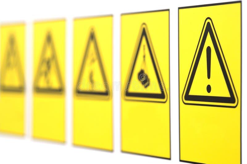 Det varnande tecknet i form av en triangel royaltyfri fotografi