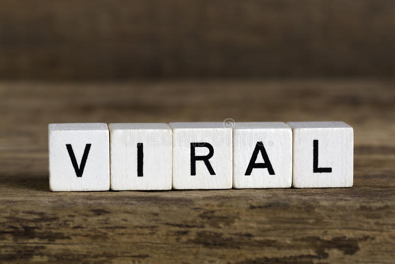 Det virus- skriftligt för ord i kuber arkivfoto