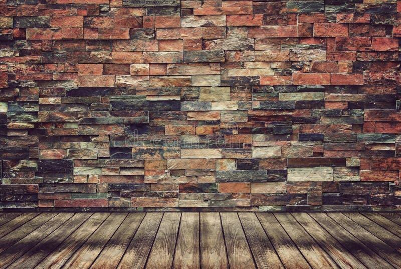 Det Wood golvet och tegelstenväggen för tappning tapetserar royaltyfri bild