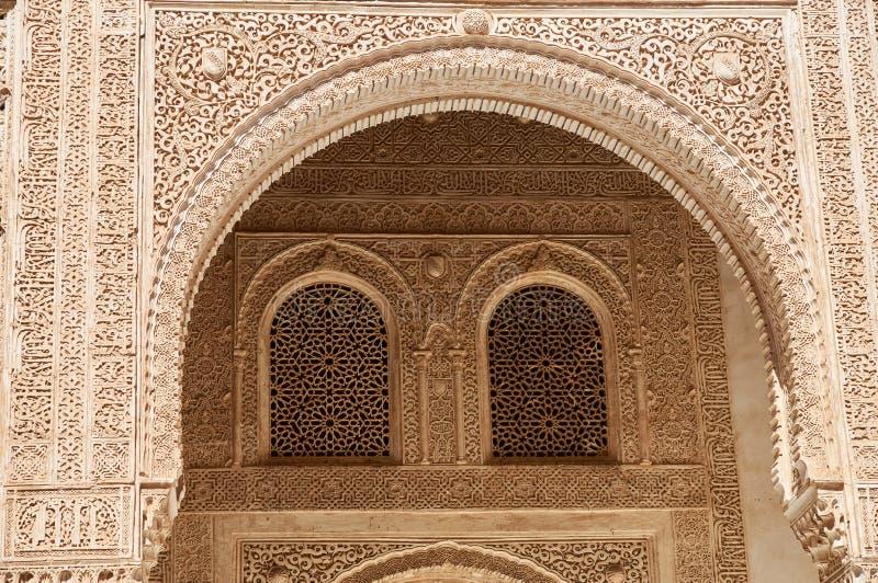 Detail über die geschnitzten Bögen des Alahambra, Granada, Spanien lizenzfreies stockfoto